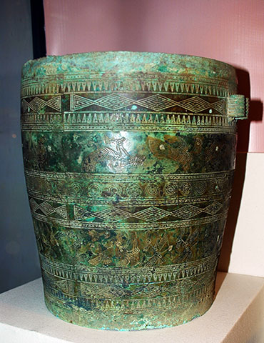 Some features of a newly discovered bronze situla dated Dong Son period