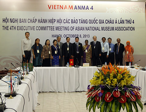 The role of the Vietnam National Museum of History (VNMH) in balancing political history, ethnography and art. (Thesis at the 5th Conference of the Asian National Museums Association ANMA).