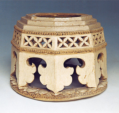 Brown pattern and brown ceramics of Ly-Tran dynasties, 11th-14th century