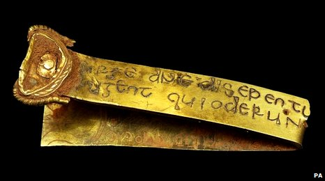 Huge Anglo-Saxon gold hoard found