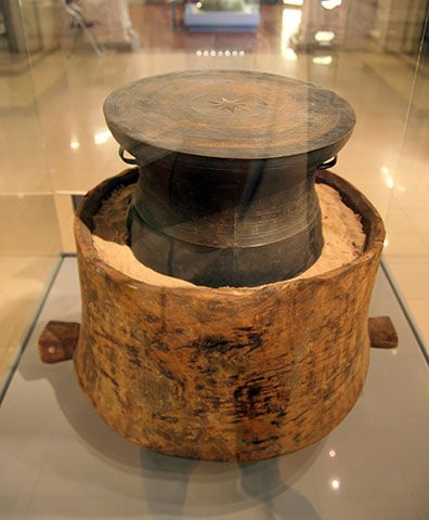 Bronze drum, wooden jar