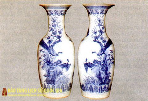 A pair of ceramic vases which hid the confidential document of Vietnam Communist Party