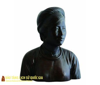 Portrait statue of a Hanoi girl